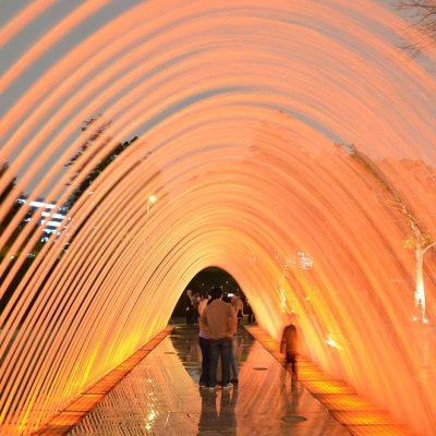 Tunnel d'eau au parc d'agua caliente