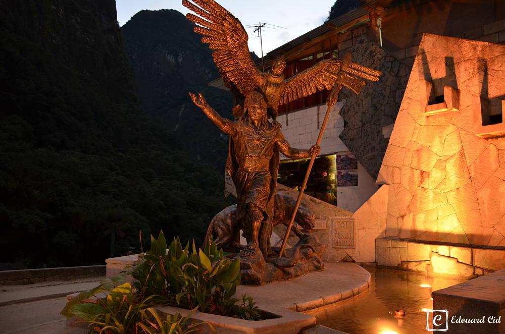 Statue du chef inca à Machu Picchu Pueblo