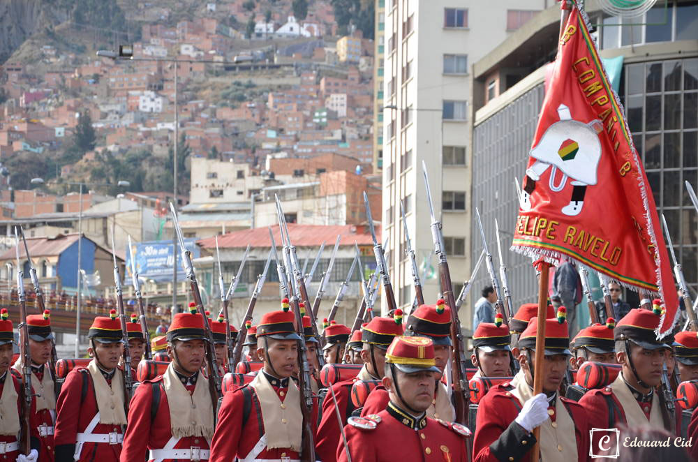 Défilé militaire à la Paz