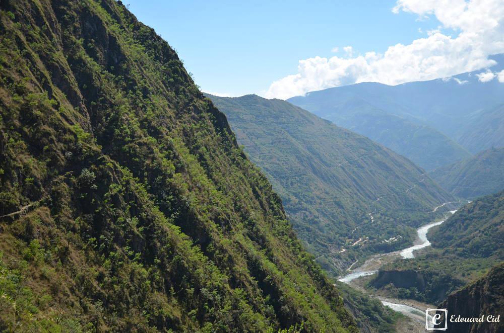 Route inca sur le flanc de la montagne