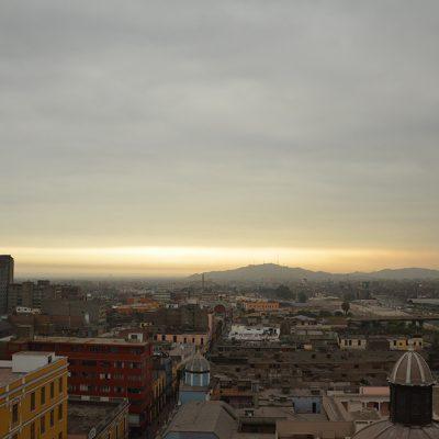 Sur les toits à Lima