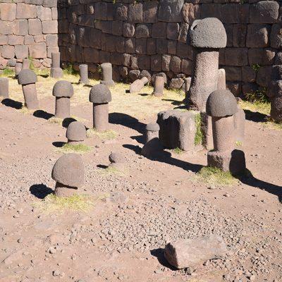 Statues en forme de pénis à Chucuito