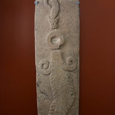 Stèle crocodile